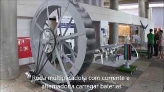 Roda de água Livre na Feira Tektónica Lisboa 2015 com alternador para produção de electricidade. The Livre brand water wheel at the Fair Tektónica Lisbon in ...