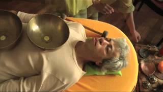 Le MASSAGE SONORE Par Les Bols Tibétains   Gabriela Rosa Da Silva