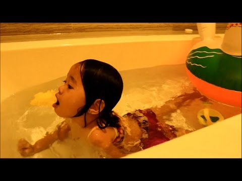 Baby Playing Toys in the BathTub Fun - Donna The Explorer
