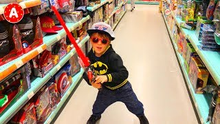 Video Superhero Batman Having Fun in Médiacité Shopping Center and Playing with Toys in Toy Store MP3, 3GP, MP4, WEBM, AVI, FLV Juni 2018