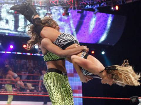 Kelly Kelly & Eve vs. Alicia Fox & Katie Lea 2011
