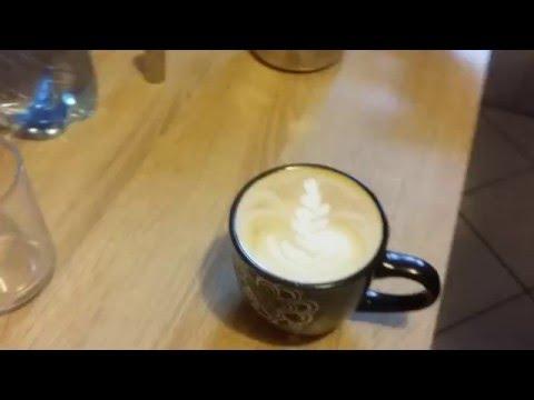 Delonghi ECAM 22.110.SB  Latte Art
