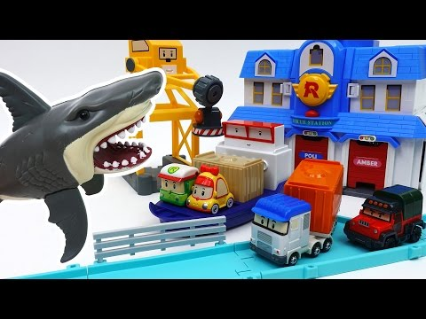 Giant Shark in The Brooms Harbor~! Robocar Friends It's Rescue Mission