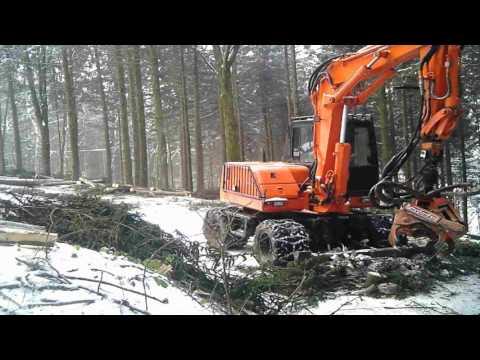 Mobilbagger im Forst & Schubharvester