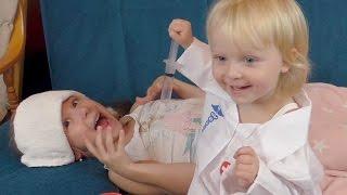Играем в доктора с уколами Детская игра в больницу Видео для девчонок про уколы Делаем укол ребенку