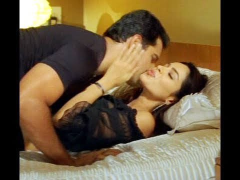 Mallika Sherawat Kissing Video