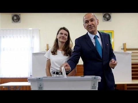 Άνοιξαν οι κάλπες στη Σλοβενία με φαβορί την ακροδεξιά