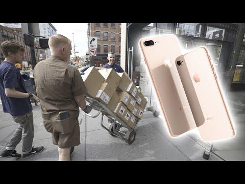العرب اليوم - شاهد استعداد أبل لإطلاق آيفون 8 و 8 بلس