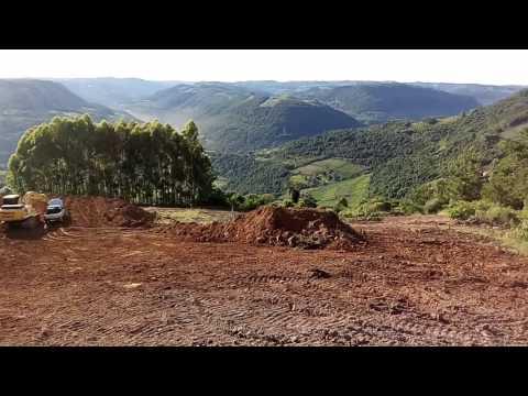 Mostrando o escavo em uma paisagem linda em cotiporã RS