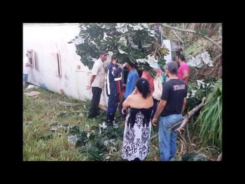 Ônibus com estudantes de Alto Piquri tomba na PR-486 à caminho de Umuarama