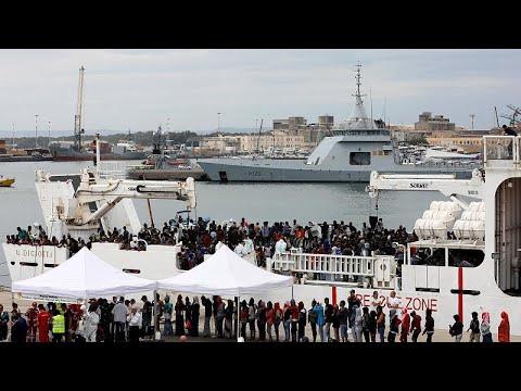 Προς τη Σικελία πλέει πλοίο που μεταφέρει μετανάστες
