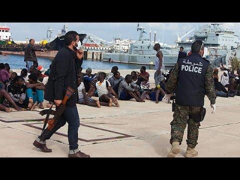 Συνεχίζονται οι διασώσεις μεταναστών στη Μεσόγειο – Επισπεύδει τις απελάσεις η Γερμανία