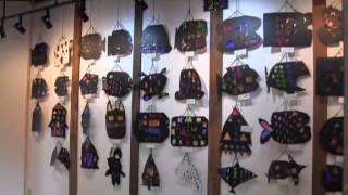 羽黒小学校児童作品展。2年図画工作・3年習字