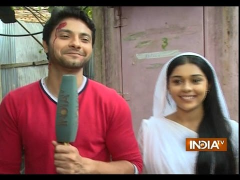 Video Ishq Ka Rang Safed: Mishal Raheja (Viplav) and Eisha Singh (Dhani) Visit Ganesha Temple - India TV download in MP3, 3GP, MP4, WEBM, AVI, FLV January 2017