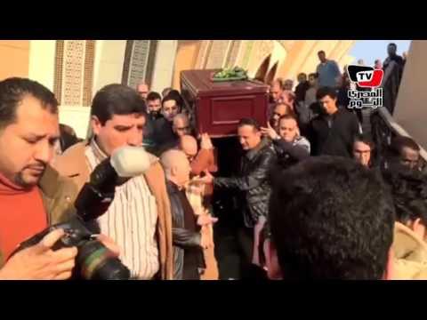 محمد صبحي يتقدم جنازة زوجته الفنانة نيفين رامز بـ«مسجد الشرطة»
