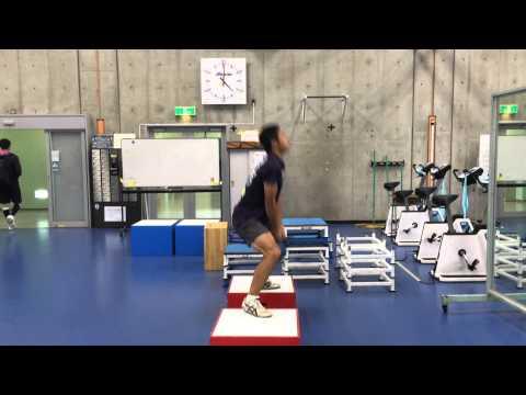 走高跳選手のスクワットジャンプ
