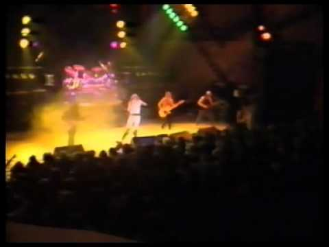 Saxon - 747 Strangers In The Night (Live -83). online metal music video by SAXON