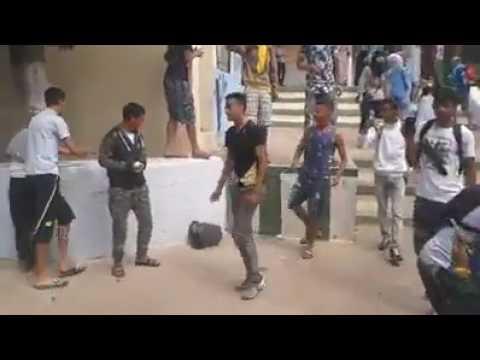 فيديو -  تلاميذ يخربون مؤسستهم التعليمية بسبب صعوبة الإمتحان الجهوي وصرامة الحراسة