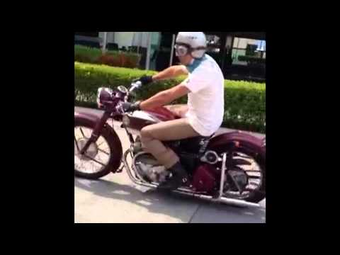 Ariel Square Four test drive Pacto Helmets store vintage motorcycle racing gear