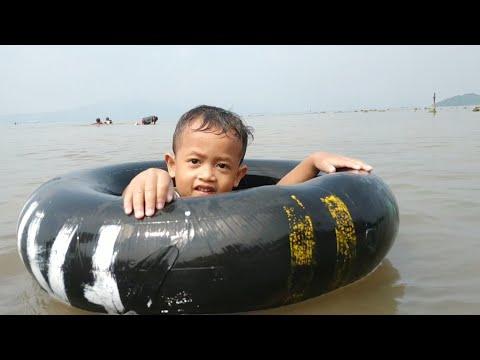 Zafi Belajar Berenang di Laut Lucu Sekali   Cute Baby Swimming