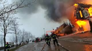 Ogień strawił restaurację w Egiertowie - z żywiołem walczy ponad 20 zastępów strażaków (3/3)