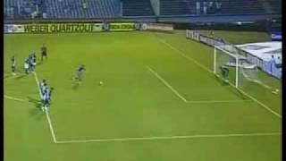 Defesa de Marcos durante a partida entre Palmeiras e Ponte Preta, válida pelo campeonato paulista de 2010. Narração de...