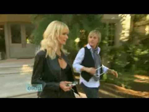 Ellen DeGeneres jde pařit s Paris Hilton