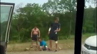 Tak go długo napi*rdalał, aż zrozumiał swój błąd! Typ broni rodziny przed drogowym cwaniakiem!