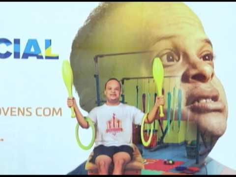 Aulas de circo e balet ajudam jovens com Síndrome de Down