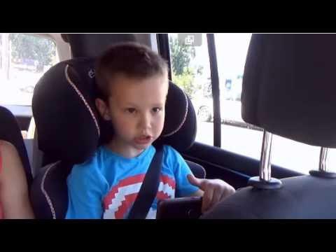 маленький блогер, популярный канал на ютубе, много игрушек, влог, детский канал, мальчик распечатывает сюрп...