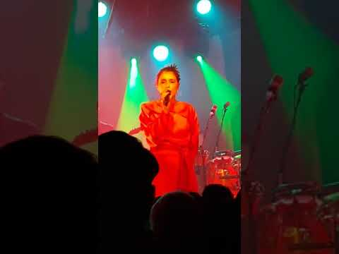 Jessie Ware sweet talk at Belly Up