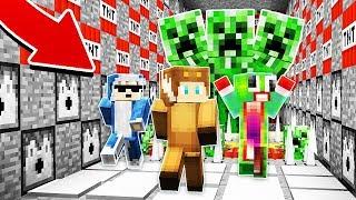 3 YOUTUBERS VS THE WORLD'S BIGGEST MINECRAFT CREEPER! (Minecraft Trolling)