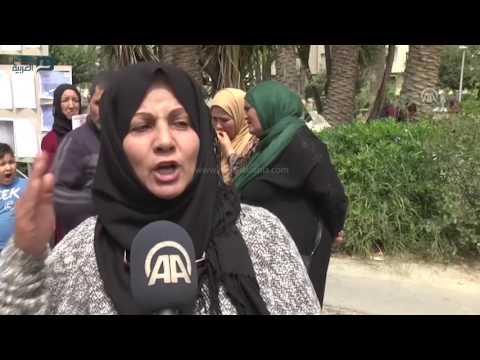 مصر العربية | وقفة احتجاجية للحصول على القائمة الرسمية لشهداء وجرحى الثورة التونسية