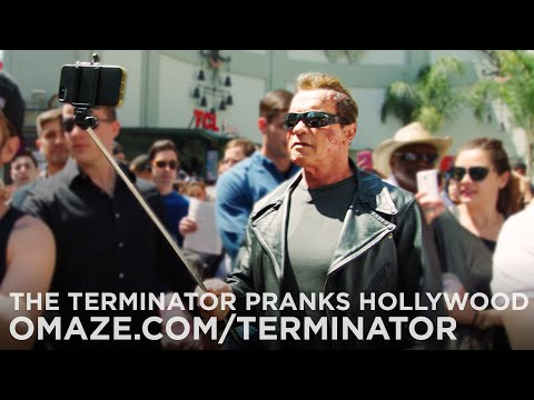Arnold Schwarzenegger mascherato in Terminator
