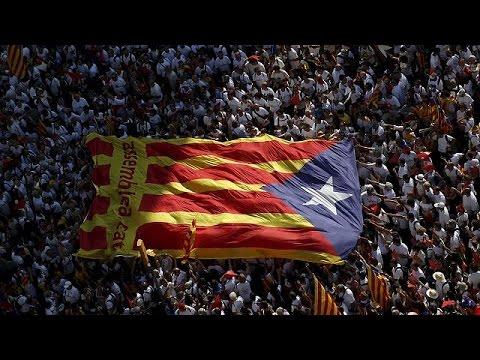 Βαρκελώνη: Μαζική συμμετοχή στη διαδήλωση για την Ημέρα της Καταλονίας