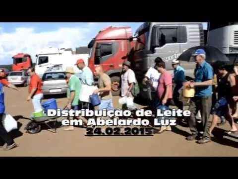 Produtores distribuem leite em Abelardo Luz