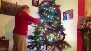 Decorating the Christmas tree in TIMELAPSE