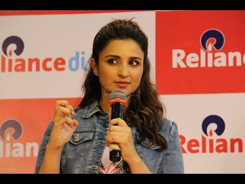 Exclusive! Parineeti Chopra While She Shop's For Latest Technology