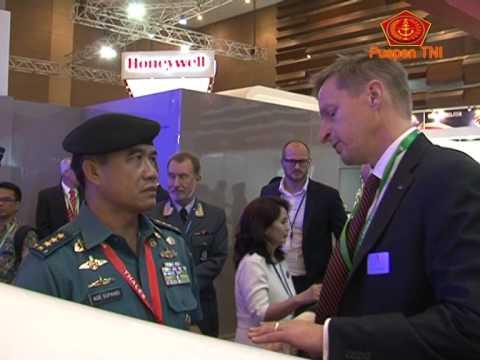 Panglima TNI Tinjau Pameran Indo Defence 2014