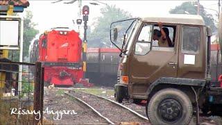 Video [double headed] Duos Lokomotif Merah Kereta Api Angkutan BBM belang KKBW MP3, 3GP, MP4, WEBM, AVI, FLV Juni 2017
