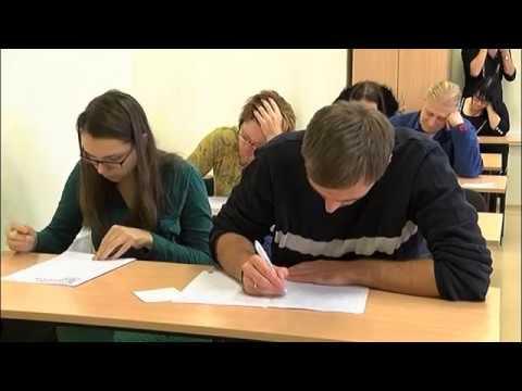Valmierā notika II vispasaules diktāta latviešu valodā rakstīšana