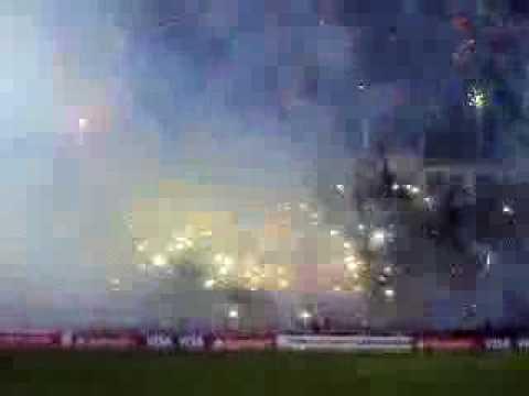 El mejor recibimiento en la historia del futbol Ecuatoriano - Mafia Azul Grana - Deportivo Quito