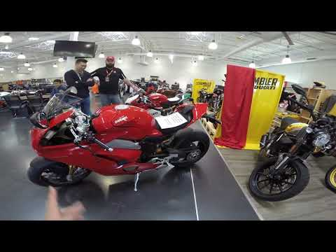 MVlog 48: Nhìn tận mắt Ducati Panigale V4 S trong buổi ra mắt - Thời lượng: 23 phút.