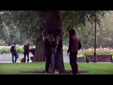A twoja dziewczyna za ile by się rozebrała? Typ z hajsem kontra przypadkowi ludzie w parku!