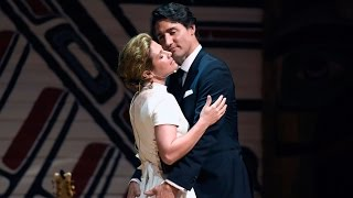 Video PM Trudeau and wife Sophie let loose at Press Gallery dinner MP3, 3GP, MP4, WEBM, AVI, FLV Juli 2018
