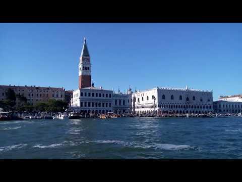 Venedig - Vaporetto-(Wasserbus)-Fahrt auf der Lagune - Blick auf den Dogenpalast - August 2017