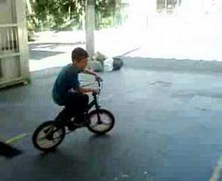 aprendendo o grau de bike -Matheus