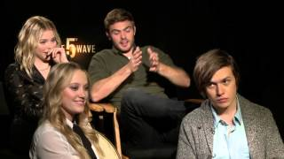 Nonton The Fifth Wave: Cast Official Movie Interview - Moretz, Robinson, Monroe, Roe Film Subtitle Indonesia Streaming Movie Download