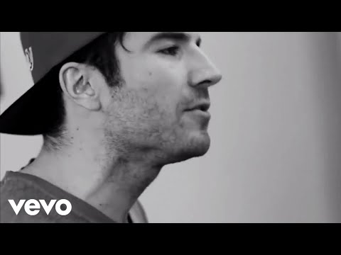 Sam Hunt Sings 'Make You Miss Me' Acoustic