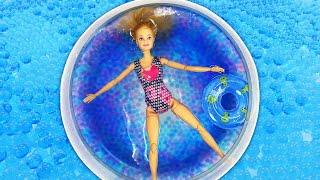 Jogos de meninas - Barbie se prepara para ir à piscina. Barbie em Português. Vídeos com brinquedos para meninas.